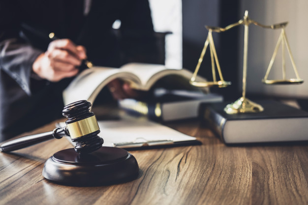 Barristers and Solicitors: The Differences Explained